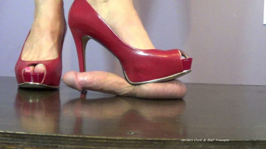 Cum under my Red Peep toes – Anika