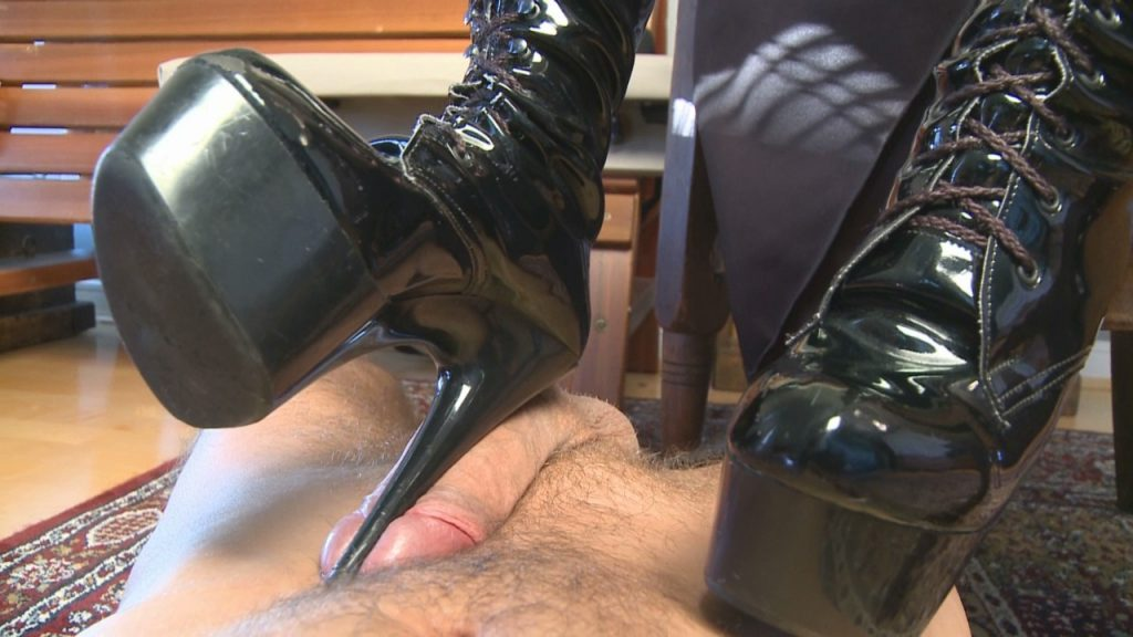 Black Platforms Bootjob – Mistress T