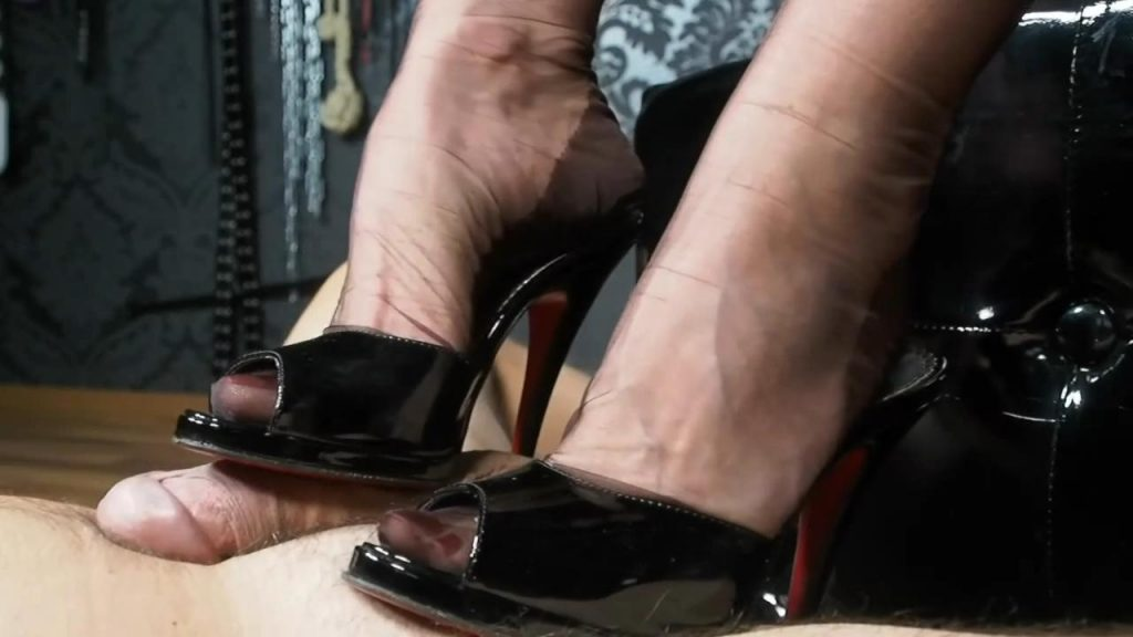 Close Up Perspective: RPG: Rich Lady With Hat Tease & Denial Riding Grop And Heelsjob Game