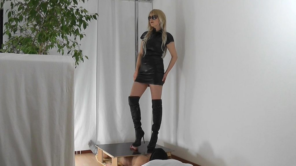 Alina In Rough Overknee-Boots – Boot Domination And Shoejob
