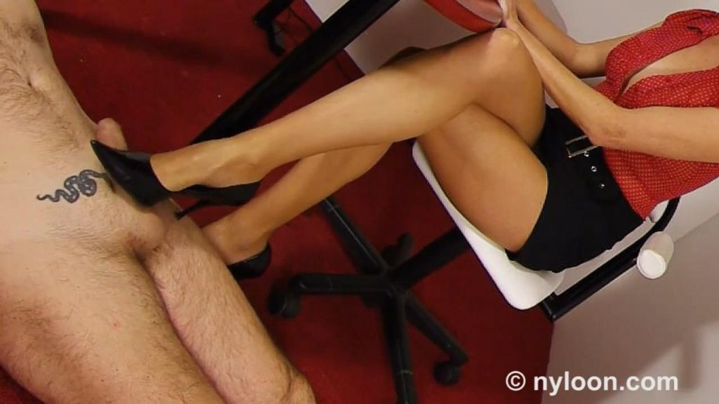 Secretary Shoejob & Footjob – Nylongia Fetish Store