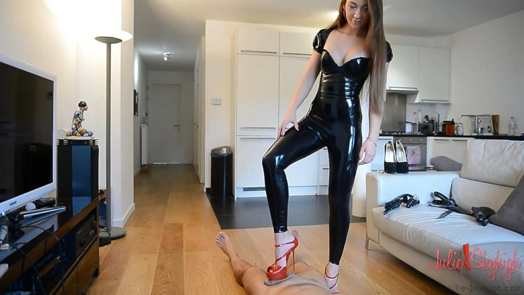 Intensive cockcrush in latex catsuit: PART 1: shoejob, cockcrush and heellicking – Julie Skyhigh HD