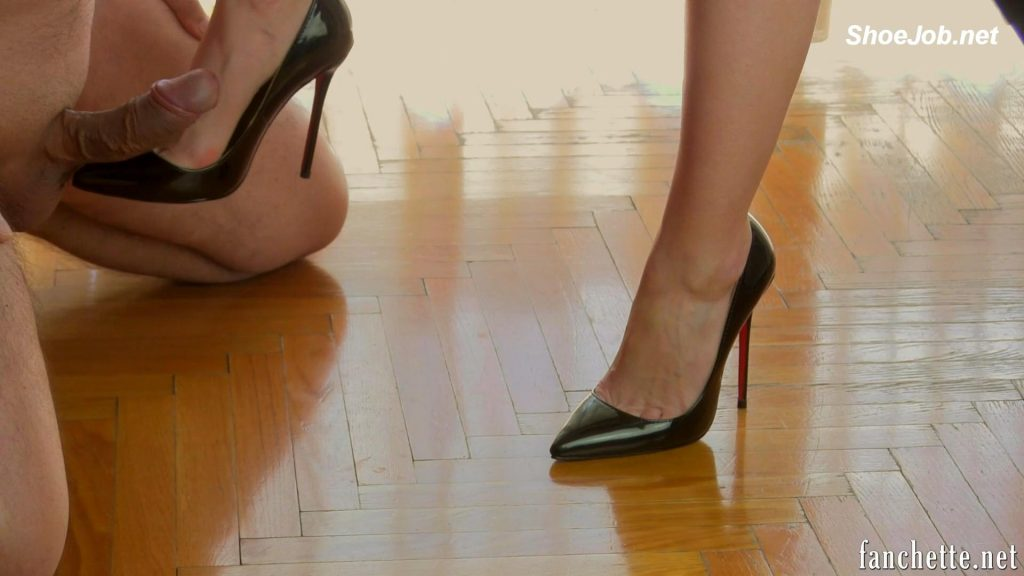 Toe Cleavage – Chronicles of Mlle Fanchette