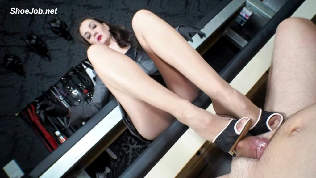 Forbidden To Cum – But My Slave Cum! – German Femdom Lady Victoria Valente