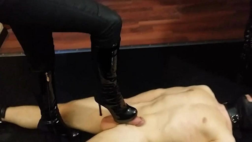 Orgasm with the help of your Boot-Mistress – Mistress Blackdiamoond