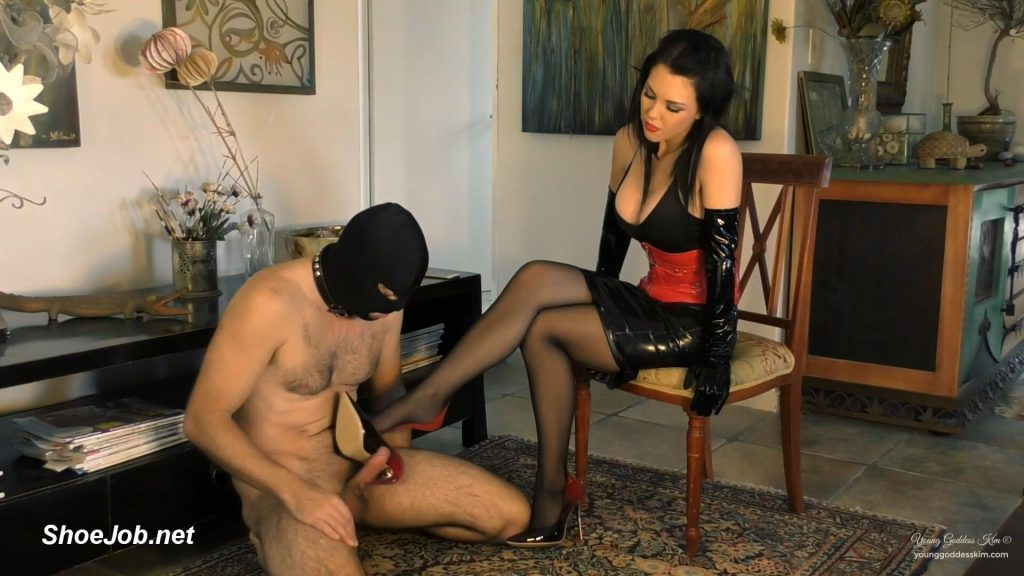 Edged For Amusement – Young Goddess Kim