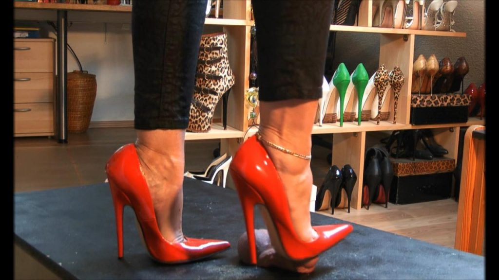 Red Elite Pumps On Trample Table 2 – Bound and Milked