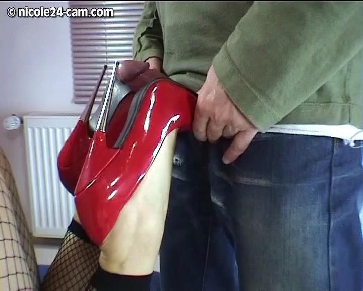 Shoe-Footjob Mit Extreme Pumps Part 1 – Nicole24