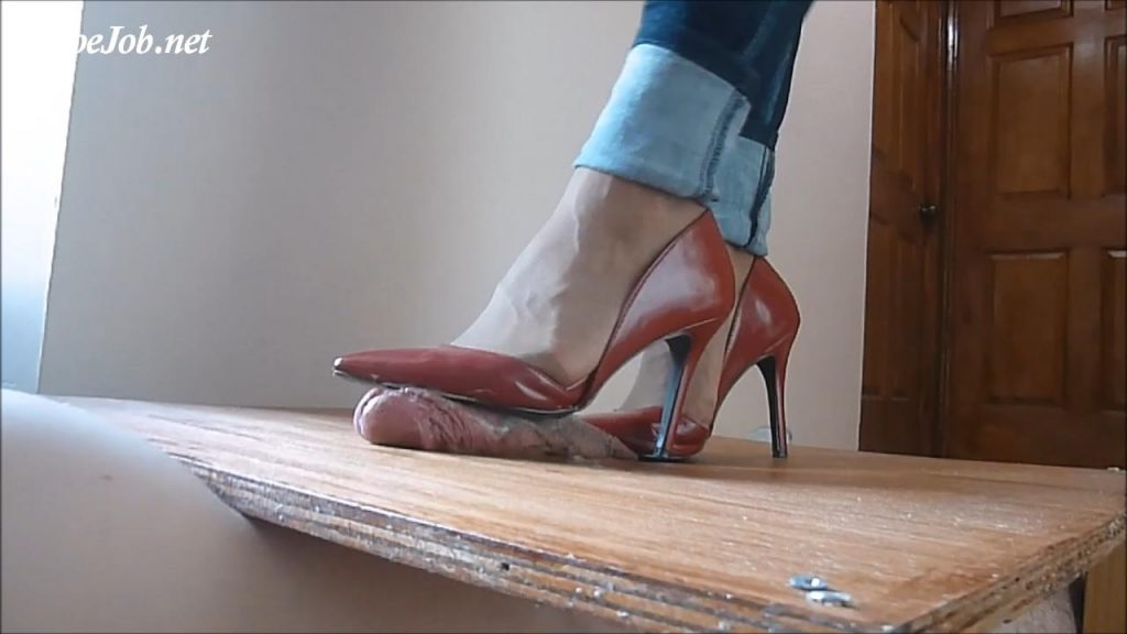 Mrs. I is back and crushes the cum out hard again with sexy red wild diva pumps! – High Heels Crush Trample Shoejob