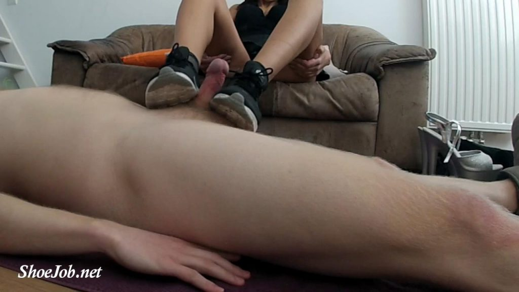 Shoejob In Nike Thea With Cum On It And Make My Slave Lick It – Creation Crush