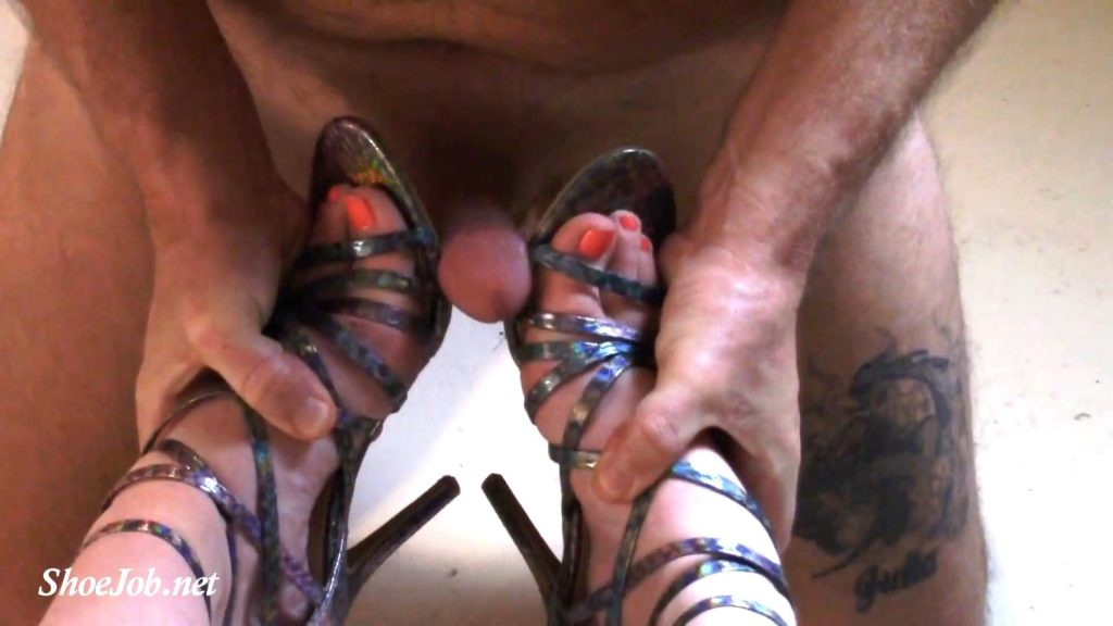 Jewels slave is allowed to rub himself on her feet and strappy sandals… but then he cums BAD BOY! and has to lick it up! – Jewels Foot Fantasy Gems