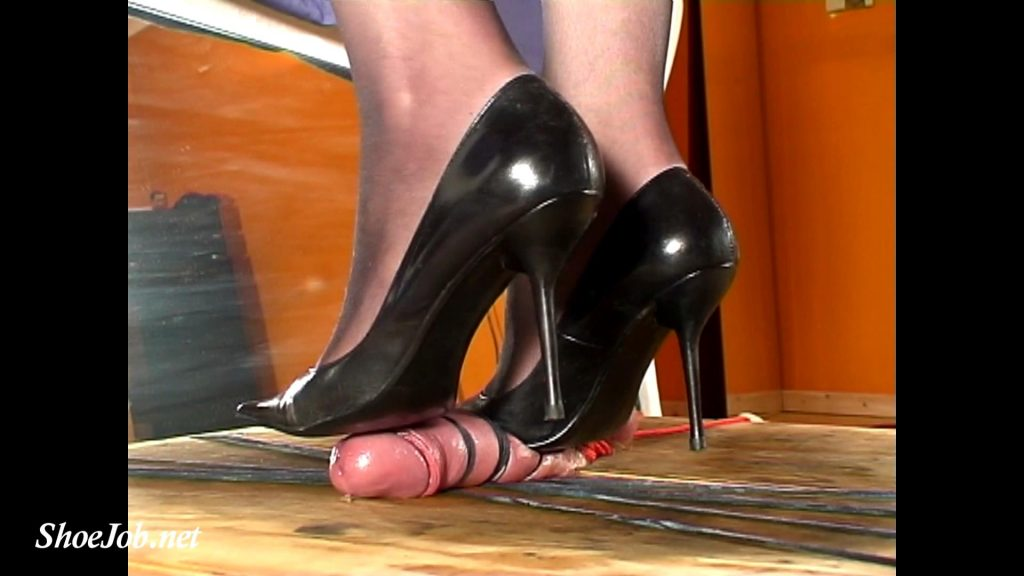Julia Tramples The Cum Out Of A Bound Cock – Cock Crushing Shoejobs