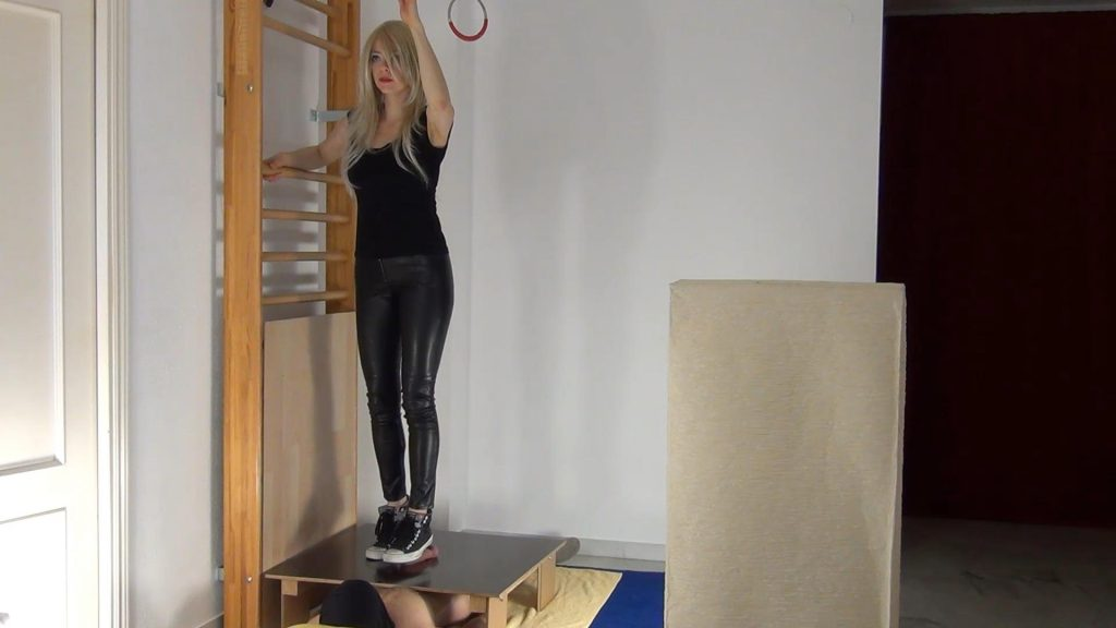 Ball Cracking Climax under Converse Chucks – Aballs And Cock Crushing Sexbomb