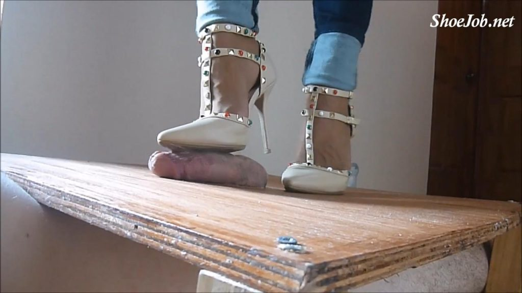 Mrs. I Is Back And Crushes The Cum Out Hard Of The Slave With Sexy Wild Diva Pumps – High Heels Crush Trample Shoejob