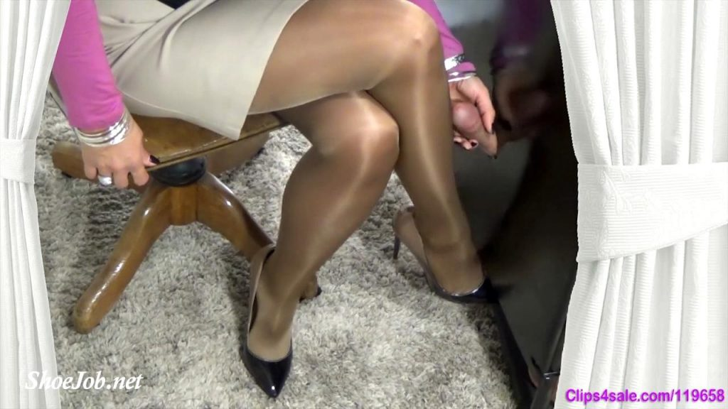 He Soaked My Pantyhose – Forced By Mommy