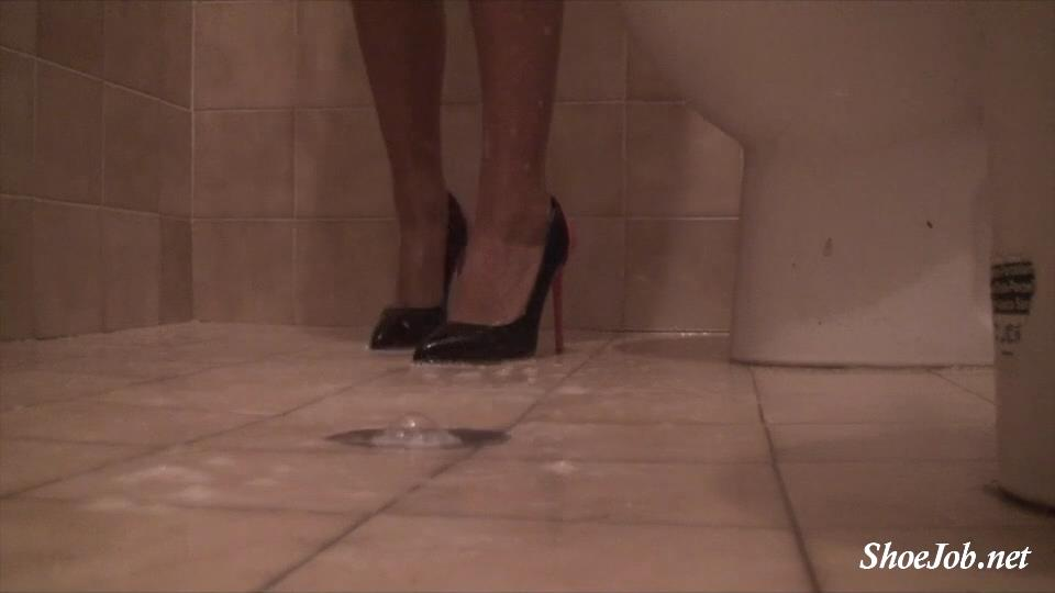 Shoejob and showeer in heel pt.3 ( shower part ) – Sinner Fetish Store